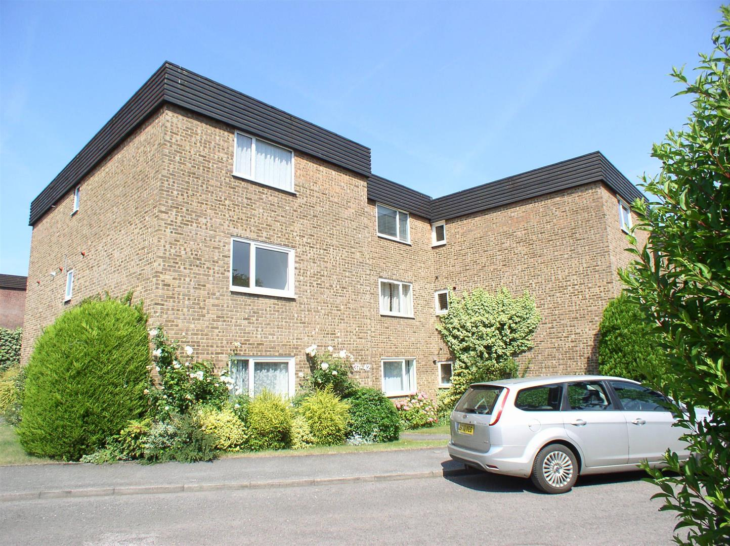 1 Bedroom Property for sale in Mount Felix, Walton-On-Thames